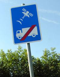 """Nová cestná značka v Británii: """"Neverte GPS"""""""